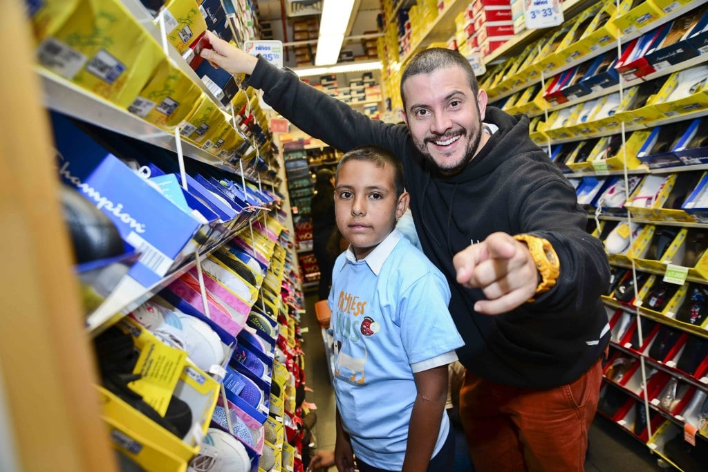 ed03bdd0 Payless dona zapatos a niños costarricenses -